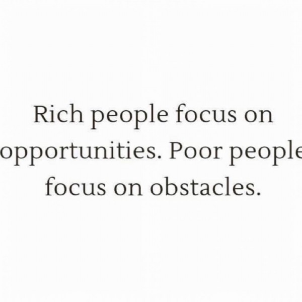 Photo by @entrepreneur.cashflow on July 28, 2021. May be an image of text that says 'Rich people focus on opportunities. Poor people focus on obstacles.'.