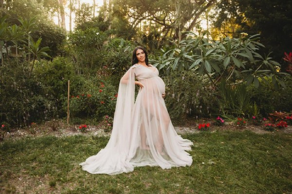 Photo shared by Ludys Orlando Maternity Photog on June 18, 2021 tagging @bestpregnancyphotos, @pregnantandperfect, @bumpdated, @kblbeauty, and @rchl663. May be an image of 1 person, standing, tree and outdoors.
