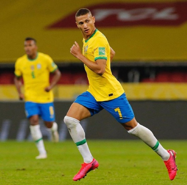 Photo shared by @meupombinho_richarlison on June 08, 2021 tagging @cbf_futebol, and @richarlison. May be an image of 1 person and playing a sport.