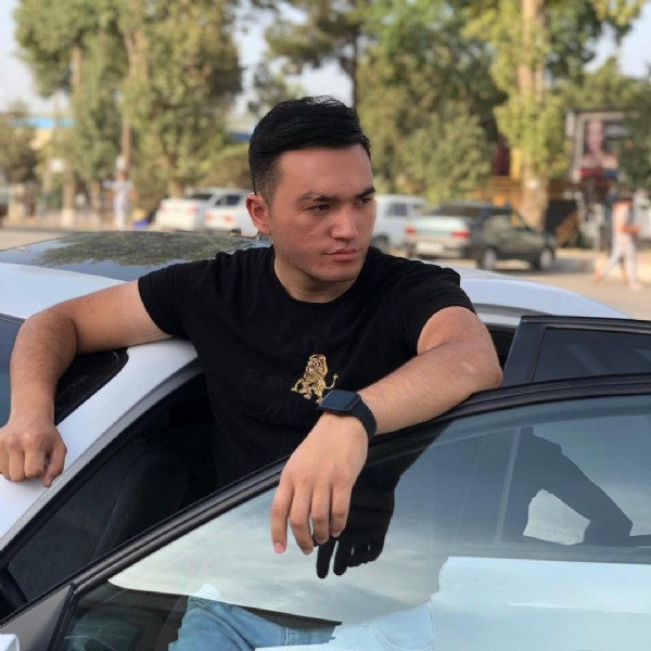 Photo by xusniddin⚜ on August 03, 2021. May be an image of 1 person, car and outdoors.