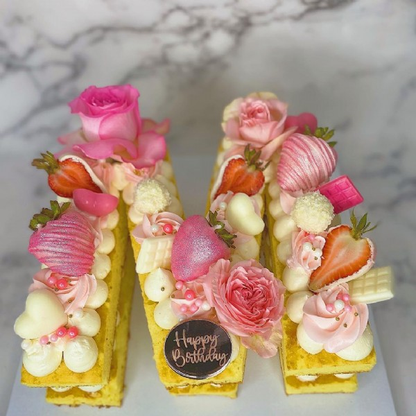 Photo by Sugar City Sweets by Angharad on June 20, 2021. May be an image of cake and flower.