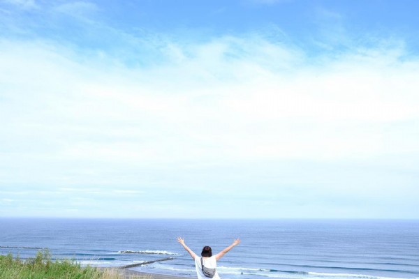 Photo by yukiko on August 02, 2021. May be an image of one or more people, people standing, coast, sky and ocean.