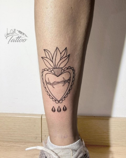 Photo by Javi Cóer Tattoo in Teatinos, Málaga. May be an image of one or more people, tattoo and text.