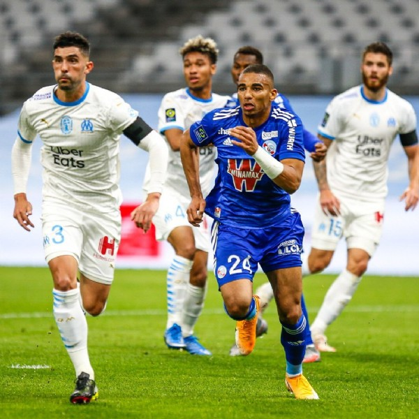 Photo by    in Orange Vélodrome with @rcsa, and @ligue1ubereats. May be an image of 4 people, people playing sports and outdoors.