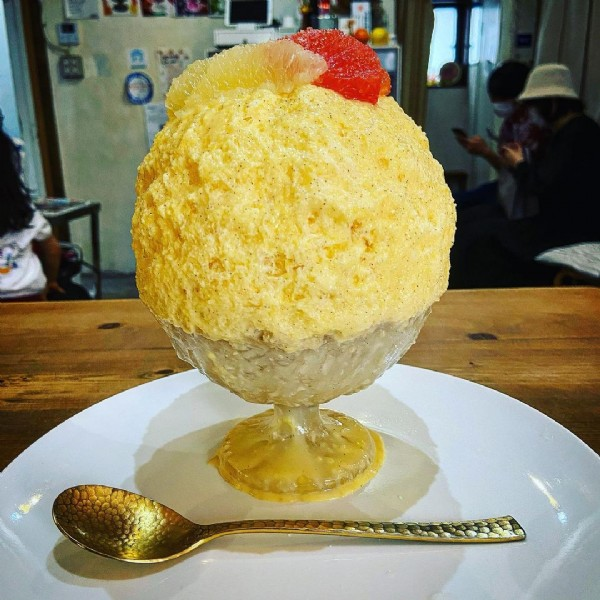 Photo by ゆにごおり on June 18, 2021. May be an image of dessert and indoor.