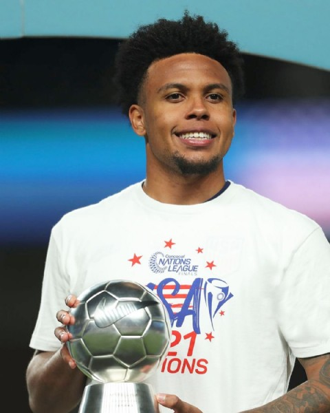 Photo shared by SURFASPORT on June 07, 2021 tagging @west.mckennie. May be an image of 1 person, playing football, ball and text that says 'NATIONS NATIONS Concacaf LEAGUE FINALS 21 IONS'.