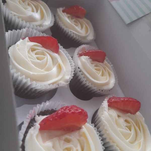 Photo by Adina's Bakes on June 18, 2021. May be an image of 1 person, strawberry and cupcake.