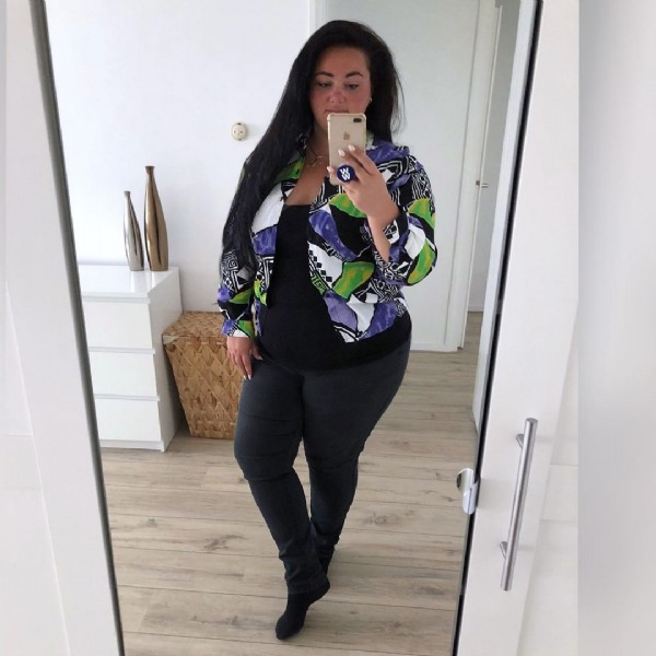 Photo shared by Melanie   WW Ambassador   on June 20, 2021 tagging @linda, @womenshealthnl, @ww, @linda_meiden, @gymjunkies.nl, @betjekrul, @andcgram, @ww_belgie, and @ww_nederland. May be an image of 1 person, standing and indoor.