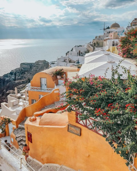 Photo by Whitney - Travel Advisor in Santorini with @anthropologie, @travelchannel, @cntraveler, @travelandleisure, @anthropologieeu, @beautifuldestinations, @afarmedia, @departures, and @travellingthroughtheworld. May be an image of outdoors.