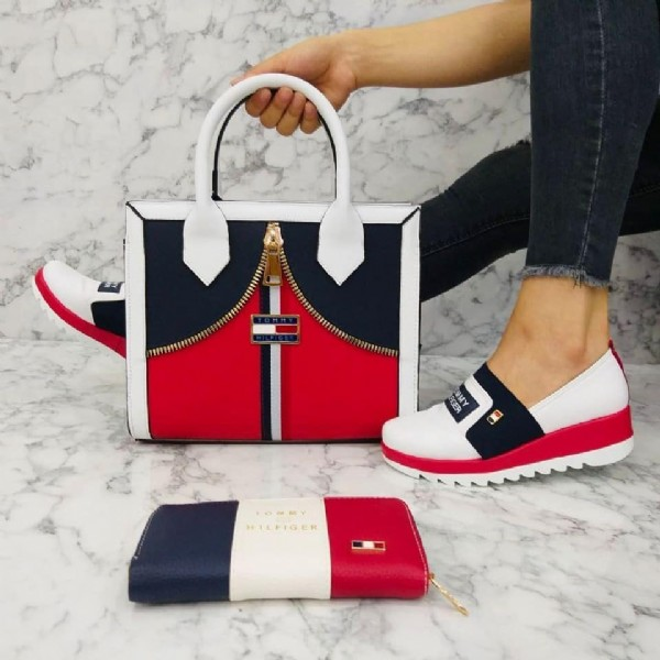 Photo by متجر ستايل التركيا on August 02, 2021. May be an image of purse and footwear.