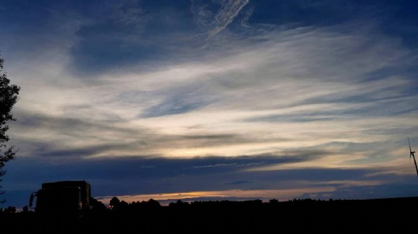 Photo by Hobbyfotograf in Germany. May be an image of nature, cloud, tree and twilight.