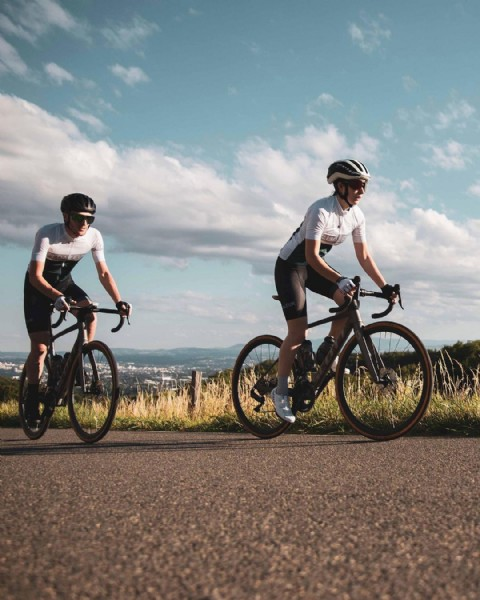 Photo by Pédaleur on May 12, 2021. May be an image of one or more people, people riding bicycles, people standing, bicycle and outdoors.