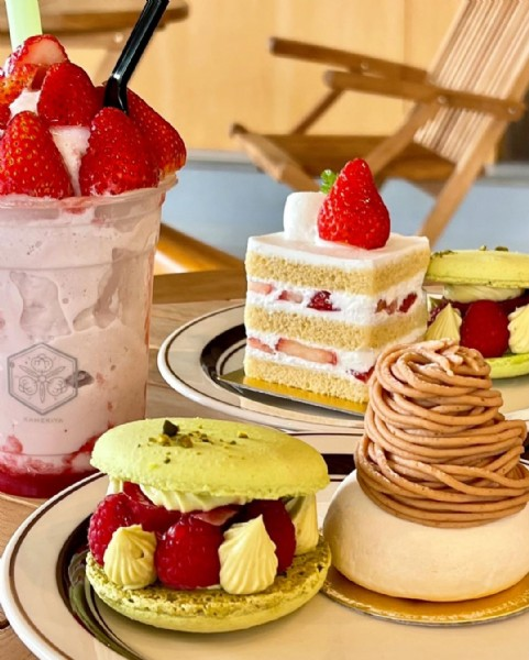 Photo shared by やまぐち/ふくおかグルメ*カフェ巡り@かめよ on June 18, 2021 tagging @instagourmet_award2021, and @yamaguchi_select. May be an image of strawberry, dessert and indoor.