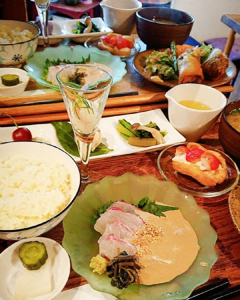 Photo by 風泉 on May 24, 2021. May be an image of food and indoor.