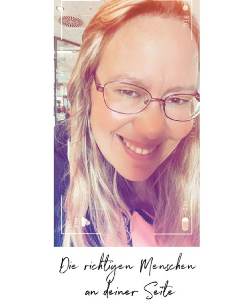 Photo by Anja Opitz Munstermann in Uelzen, Germany. May be a closeup of 1 person, eyeglasses and text that says 'REC Die rickligen Menschen an deiner Seite'.