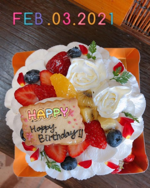 Photo by mancha-萬茶-   萬盛庵芳川支店 on June 18, 2021. May be an image of cake, strawberry and text.