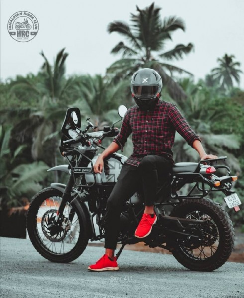 Photo by imalayan ider lub in India with @zakkir_zakky, @__akhil_akku__black_pearl, @himalayan_bearder_, @ajayhazmo, @mr_411_, @himalayan_rider_club, and @moto_blak. May be an image of one or more people, motorcycle, outdoors and text.