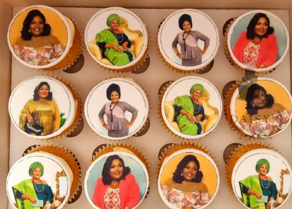 Photo by Daisy's Cakes and Bakes UK on June 19, 2021. May be an image of 12 people and cupcake.