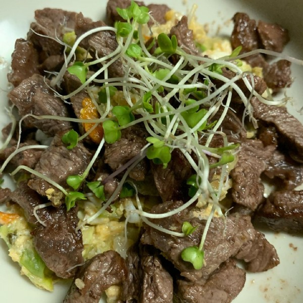 Photo by こたぱぱ on October 15, 2020. May be an image of steak.