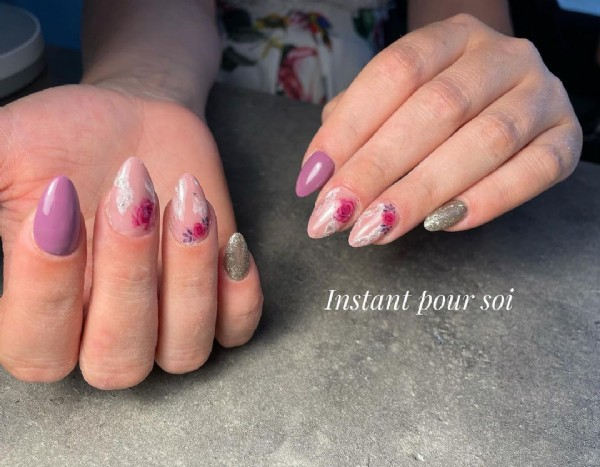 Photo by Anaïs Humbert in Amance, Franche-Comte, France. May be a closeup of text that says 'Instant pour soi'.