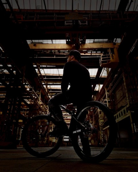Photo by vinniejanssens in Winterthur, Switzerland with @redbull, @hopetech, @nextbikeparts, @mastersofdirt, @pocsports, @schwalbetires, @redbullbe, @dartmoor_bikes, @redbullned, @fifty_wood, @fastlineindustries, @fasthouse_bike, @roeters.pro, @drukhuis, and @fisthandwear_europe. May be an image of one or more people and bicycle.