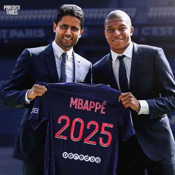 Photo by ParisienTimes • PSG  on June 13, 2021. May be an image of 2 people.