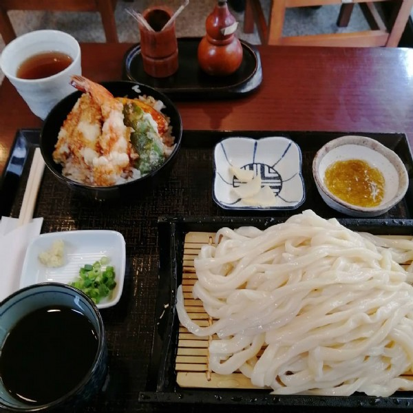 Photo by 新川文康 in 花坊. May be an image of food and indoor.