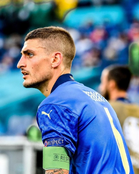 Photo by Ligue 1 Uber Eats in Stadio olimpico di Roma with @psg, @marco_verratti92, @azzurri, and @euro2020. May be an image of 1 person, standing and text that says 'RESPECT A RESPE'.