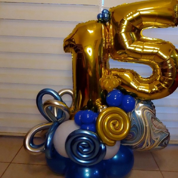 Photo by Meraki Creaciones con amor on August 02, 2021. May be an image of balloon, cake and indoor.