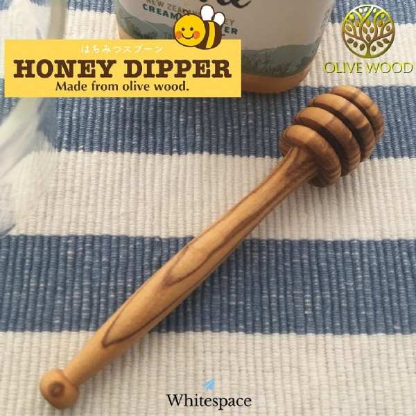 Photo by Minoru Tanaka on June 18, 2021. May be an image of text that says 'はちみつスプーン HONEY DIPPER Made from olive wood. OLIVE WOOD Whitespace'.