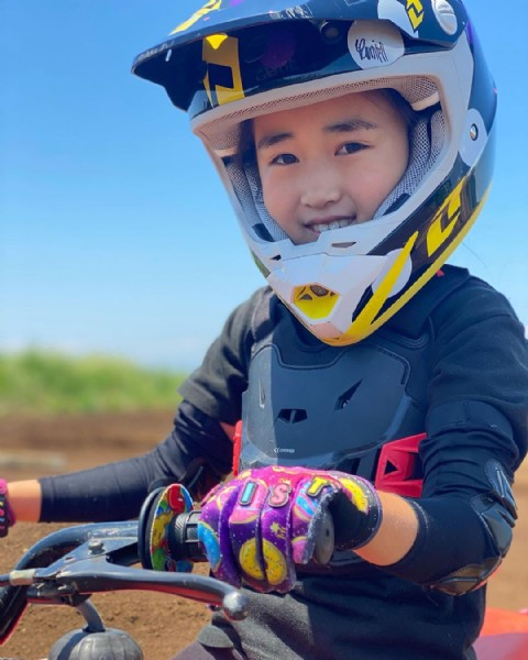Photo by LULU♡BMX on June 06, 2021. May be an image of 1 person, child and outdoors.