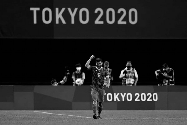 Photo shared by La historia del fútbol (en ) on July 28, 2021 tagging @miseleccionmx, @henrymartinm, and @tokyo2020. May be an image of one or more people, people standing and text that says 'TOKYO2020 OKYO 2020'.