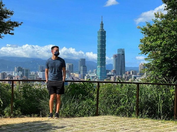 Photo by Clement Ho in 福州山公園. May be an image of 1 person, standing and skyscraper.