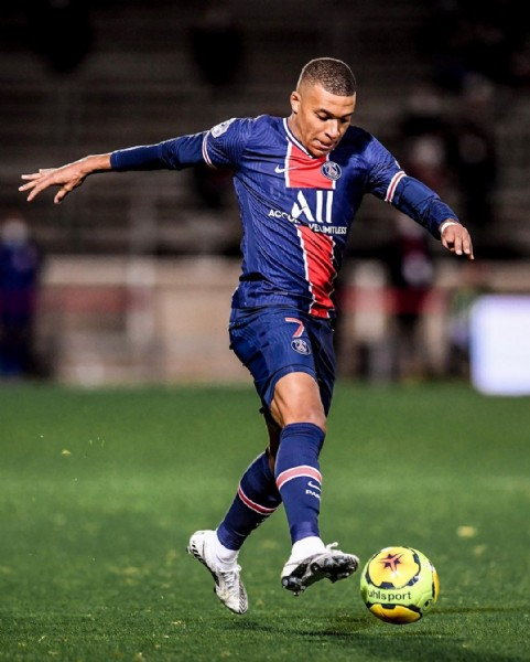 Photo shared by Ligue 1 Uber Eats on November 05, 2020 tagging @psg, @equipedefrance, @euro2020, @k.mbappe, and @fff. May be an image of 1 person, playing football, playing soccer, grass and text that says 'ACCU All VEVIMITLESS uhls port'.