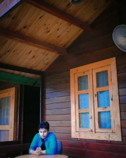 Photo by _ᑎᗩISᕼᗩᐯ_ᑎIYᗩᖇ_ᗷOᖇᗩᕼ_ in Mandu-The Escape Resort, Kaziranga. May be an image of 1 person and indoor.