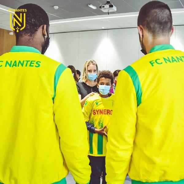 Photo shared by FC Nantes on June 17, 2021 tagging @denipetric30, and @markuscoco. May be an image of 2 people, people standing, indoor and text that says 'FONANTES N INI NANTES FC FCNAN NAN SYNERG'.