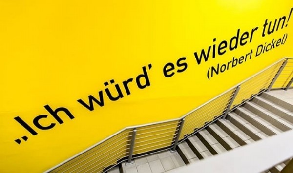 Photo by A Muralha Amarela (BVB) on June 14, 2021. May be an image of text that says 'tun! wieder würd es (Norbert Dickel ..Ich'.