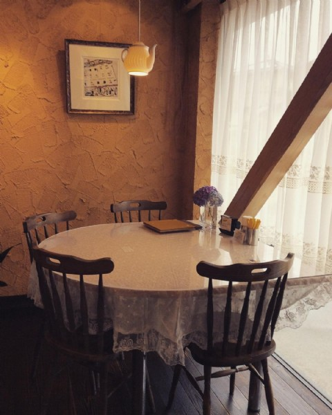 Photo by フルレットドゥース in フルレットドゥース. May be an image of table and indoor.