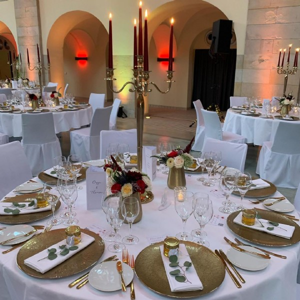 Photo shared by Daniela Richter on September 19, 2021 tagging @lotta_liebeee, @silkeschlicht, @jinifischer, @happilyeverafter_berlin, @suesseflora, and @hochzeitsrednerin_peri. May be an image of table and indoor.