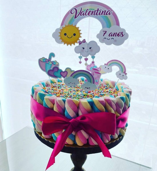 Photo by  Bolos da Jéh ❤️ in São Paulo, Brazil. May be an image of cake and text that says 'Valentina 7anos 2Un'.