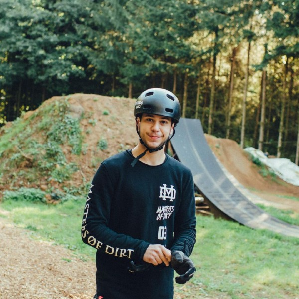 Photo by vinniejanssens in Senningerberg with @redbull, @hopetech, @nextbikeparts, @mastersofdirt, @fisthandwear, @pocsports, @schwalbetires, @redbullbe, @redbullned, @fifty_wood, @fastlineindustries, @fasthouse_bike, @roeters.pro, @drukhuis, @fisthandwear_europe, and @ridelocallux. May be an image of 1 person and outdoors.