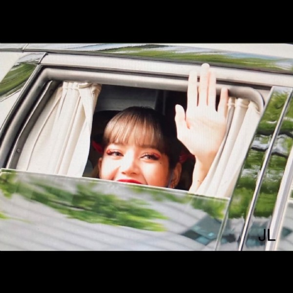 Photo by BLACKPINK INFO BRASIL || LS1 on September 19, 2021. May be a closeup of 1 person.