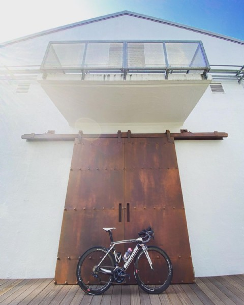 Photo by Kohsuke Ringo Tomizu in ボンドストリート - Bond.st 天王洲アイル. May be an image of bicycle and outdoors.