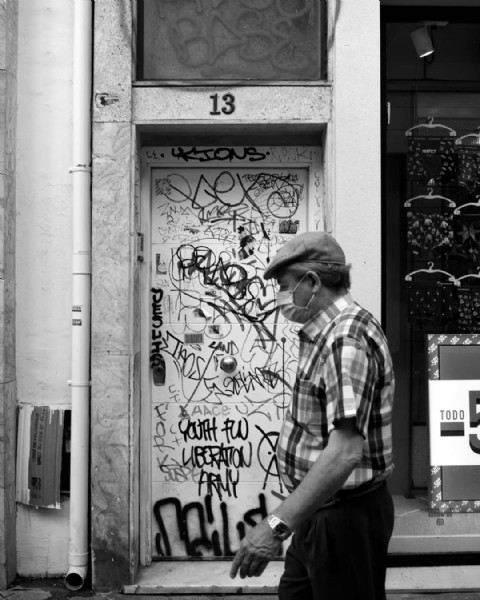 Photo by nura granado|güeyu de lloba on August 02, 2021. May be a black-and-white image of 1 person and street.