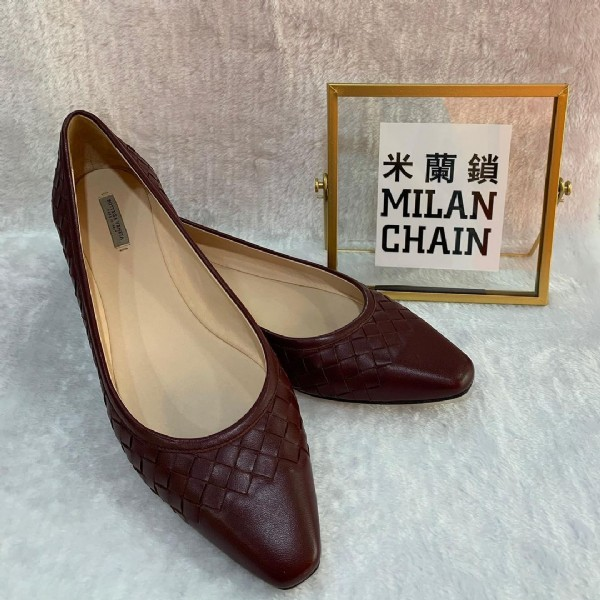 Photo by MC Managed by PT on July 29, 2021. May be an image of high-heeled shoes and text that says '米蘭鎖 MILAN CHAIN'.
