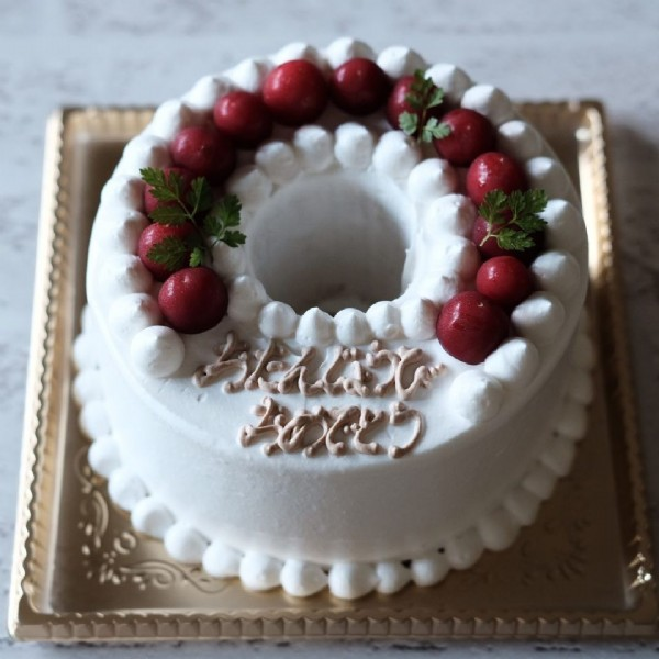 Photo by ムスビノカナデ on June 18, 2021. May be an image of cake and indoor.