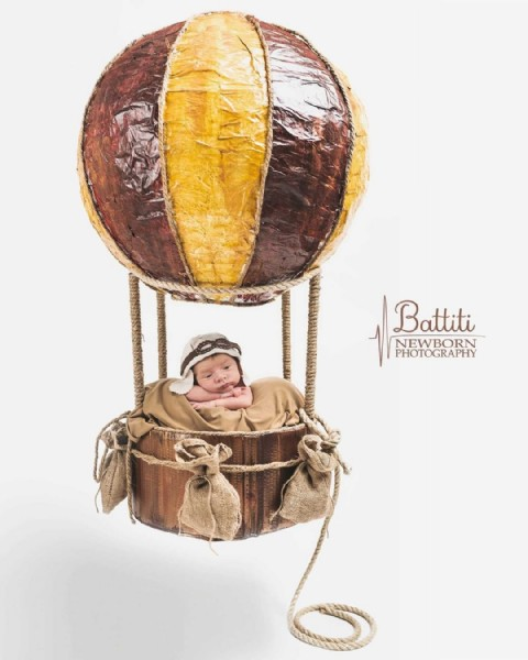 Photo by Salvo Gulino in Ragusa, Sicily. May be an image of 1 person, child and text that says 'Battiti NEW NEWBORN PHOTOGRAPHY'.