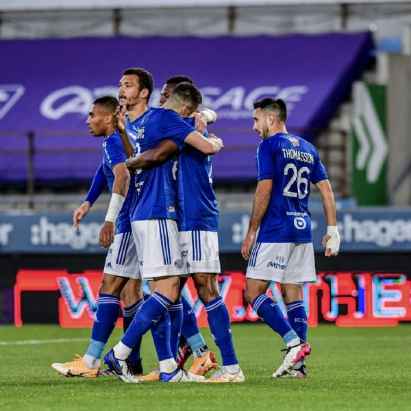 Photo by RCSA in Stade de la Meinau with @alex_djiku, @stefan_mitrovic13, @ludovic_ajorque25, and @adrien_thomasson26. May be an image of 3 people, people standing and outdoors.