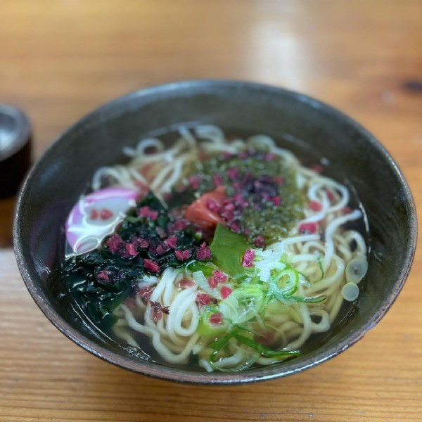 Photo by 山田 英智 on June 17, 2021. May be an image of ramen and indoor.