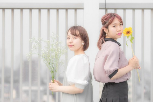 Photo by 海 on July 29, 2021. May be an image of 2 people, people standing and flower.